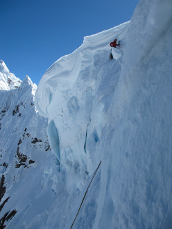 Cornices at the top of the route El malefico Sefkow, Quesillio West face