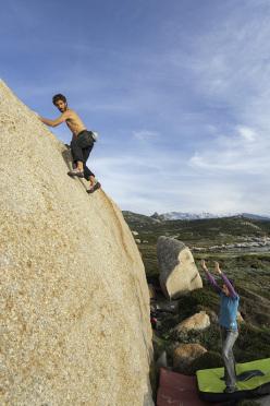 Adrien Labbé sale una bellissima placca, settore Cœur, Punta Spanu