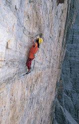 Alexander Huber 2002: Hasse Brandler solo, Tre Cime di Lavaredo, Dolomites, Italy.