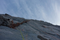 Fun climbing on this amazing overhanging cracks and dihedrals.