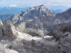 Rrifugio Pedrotti, in the heart of the Brenta Dolomites