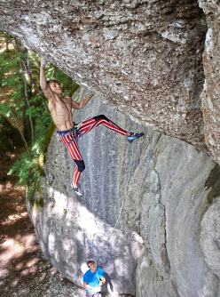 Alexander Megos repeating Action Directe 9a, Frankenjura, Germany