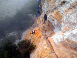 Wasted years (115 m, 7c or 6c/A0, RS3, Riccardo Quaranta, Agnese Flavi) Monte della Foresta, Molise: on the second pitch