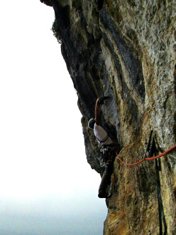 Wasted years (115 m, 7c or 6c/A0, RS3, Riccardo Quaranta, Agnese Flavi) Monte della Foresta, Molise: establishing pitch 3
