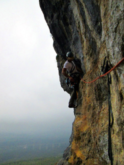 Wasted years (115 m, 7c or 6c/A0, RS3, Riccardo Quaranta, Agnese Flavi) Monte della Foresta, Molise: on pitch 3