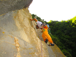 Wasted years (115 m, 7c or 6c/A0, RS3, Riccardo Quaranta, Agnese Flavi) Monte della Foresta, Molise: on pitch 2
