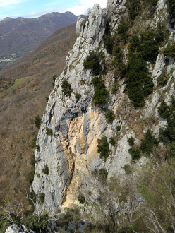 Wasted years (115 m, 7c or 6c/A0, RS3, Riccardo Quaranta, Agnese Flavi) Monte della Foresta, Molise