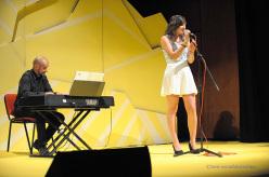 Clara Rossi alla voce e Giuseppe Milan al pianoforte durante la serata