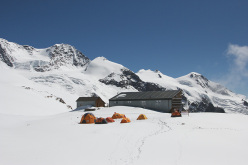 Il Campo dell'High-lab Ferrino al Rifugio Quintino Sella al Felik, quota 3585m sul Monte Rosa
