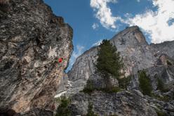 Patxi Usobiaga climbing Shining (7a+).