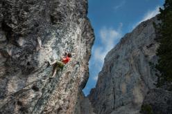 Patxi Usobiaga climbing Shining (7a+)