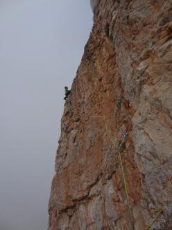 Punta Jolanda: Matteo Faletti and the top quality red rock on Prua degli Onironauti