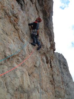 Punta Jolanda: Ale Baù climbing Badanti al seguito