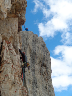 Punta Jolanda: the last to reach the top offers a drink!