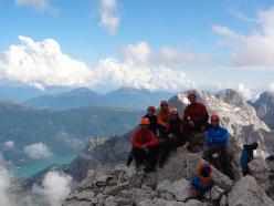 The happy teams on the summit of Punta Jolanda: Matteo Faletti, Claudia Mario, Matteo Baù, Fabrizio Dellai, Alessandro Baù and Alessandro Beber