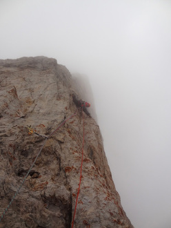 Pitch 8: the SW arete during the first ascent of Via Attraverso il Tempo, Campanile Basso