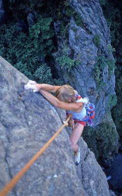 1983 - Davide Marnetto tenta in libera una via di Grassi nelle Gole di Caprie.