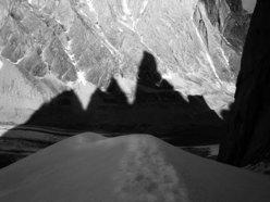 L'ombra del Cerro Torre dalla cresta della Media Luna.