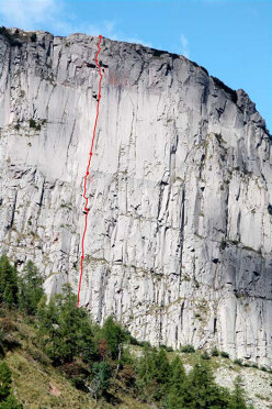 The route line of Pinne gialle (Tognazza, Passo Rolle, Dolomites)