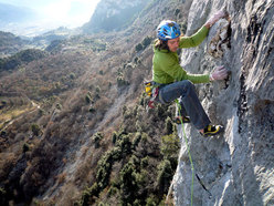 Florian Riegler on the 3rd pitch of Pandora, Arco