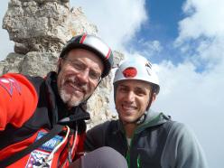 Gianluca Bellamoli e Andrea Simonini in cima dopo l'apertura di Sguardo al Passato, Val d'Ambiez, Dolomiti di Brenta