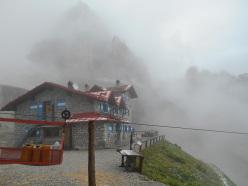 Andrea Simonini, in attesa del bel tempo, Val d'Ambiez, Dolomiti di Brenta