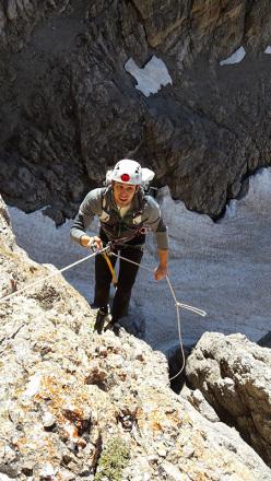 Durante l'apertura di Sguardo al Passato (300, 7a+, Andrea Simonini, Gianluca Bellamoli 08/2014), Val d'Ambiez, Dolomiti di Brenta