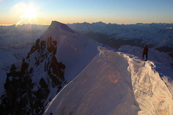 Ueli Steck during his December 2008 speed solo of the Colton Macintyre (Grandes Jorasses) in 2 hours 21 minutes.