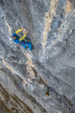 Rolando Larcher climbing pitch 4, 7c