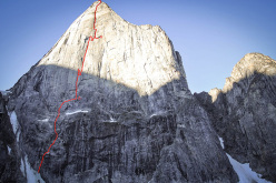 The route line of The Great Shark Hunt, first climbed by Matteo Della Bordella, Christian Ledergerber and Silvan Schüpbach (900m, 7b+, 16/18/08/2014)