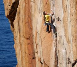 Andrew Cubbon su Augmentium 30/8a+, la via trad più difficile della Tasmania, Australia.