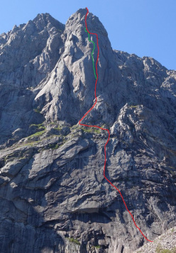Red: Freya (Daniela Jasper, Robert Jasper 1998). Green: The Corner kick (8a, 900m Adam Pustelnik, Andreas Klarström 08/2014) Storpillaren, North Face of Vågakallen, Lofoten islands, Norway.