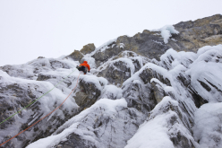 Jon Walsh sul secondo tiro di The Plum (WI6 M7, 120m, Marc-Andre Leclerc, Jon Walsh 08/11/2014),  Storm Creek Headwall, Kootenay National Park, Canada.