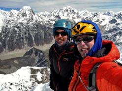 Sam Hennessey e Domen Kastelic in cima a Chugimago (Chukyima Go), Nepal