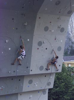 Marietta Uhden and Martina Cufar competing in the Duel for 3rd and 4th place at Rock Master 2000.
