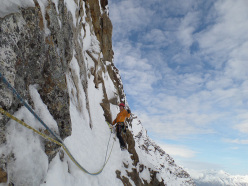 Simon Gietl e Vittorio Messini durante la prima salita di Hakuna Matata (V, M6 650m), Wasserkopf (3135m), Vedrette di Ries, Alpi dei Tauri.
