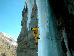 Ice climbing at the Tete de Gramusat: Geronimo.