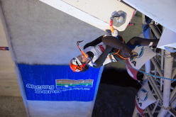 HanNaRai Song wins the Cheongsong stage of the Ice Climbing World Cup 2015