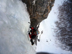 Exiting the third drip of Buon compleanno (Gole di Gondo, Switzerland)