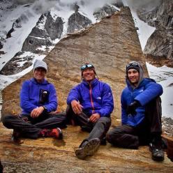 Gli alpinisti staunitense Conrad Anker, Jimmy Chin e Renan Ozturk