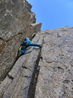 Night Fever, West Face Tour Ronde: Matt Helliker leading pitch 6, M8