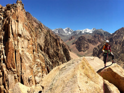 Climbing at Los Arenales in Argentina: panorama on Aguilla Campanile