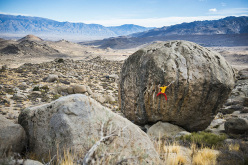Alexander Megos climbing 'Beekeepers Apprentice' (V6) at the Buttermilk Boulders near Bishop,USA