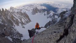 Matt Helliker e Jon Bracey su Zephyr (M5+, 6b, 400m), una possibile nuova via di ghiaccio e misto sulla parete est del Monte Maudit nel massiccio del Monte Bianco.