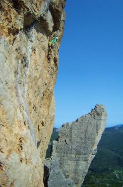 Gianluca Piras freeing the third pitch of Incantos, Su Accara, Ulassai, Sardegna