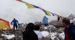 The dramatic moment the avalanche hit Everest Base Camp, filmed by German alpinist Jost Kobusch