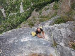 During the first ascent of Piccolo Diavolo (8a, 7a oblig, 300m, Daniele Geremia, Diego Mabboni)