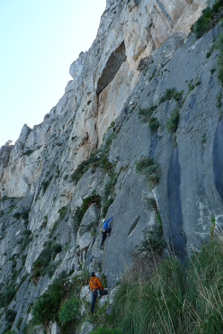 Climbing pitch 1 of Nato due volte, Monte Gallo, Sicily, climbed by  Fabrice Calabrese, Mauro Florit and Eugenio Pinotti in March 2015.