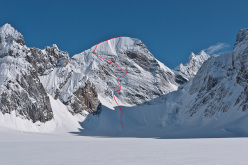 The line of Sugar Man (M7, 85°, A1, 750m), put up by Hansjörg Auer and Much Mayr on 17/05/2015 on the hitherto unclimbed Mount Reaper in Alaska