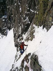 Emanuel in arrampicata sul muro